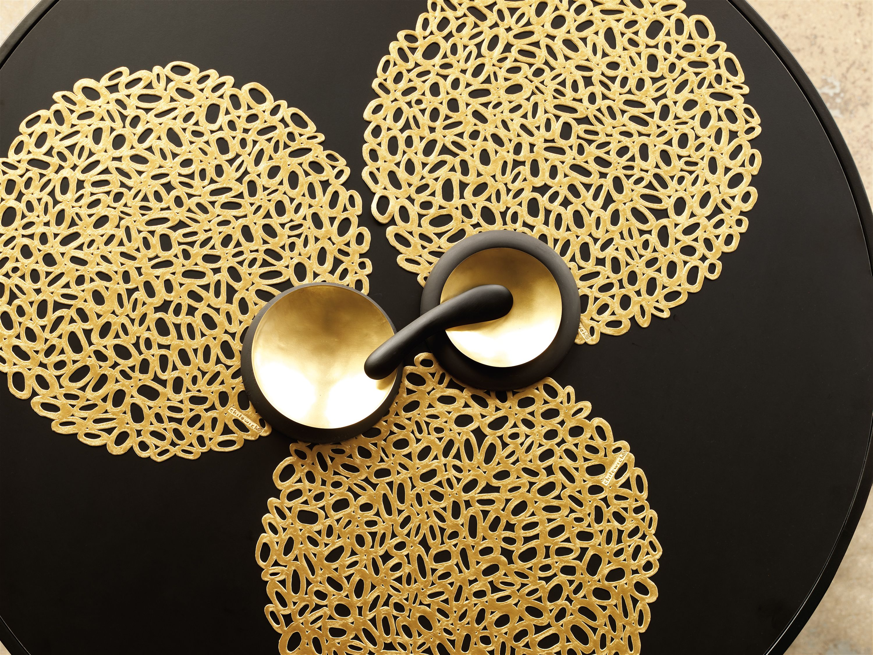 Chilewich Thanksgiving Entertaining Round Placemats In Brass Pebble Holiday Table Settings Chilewich Placemats