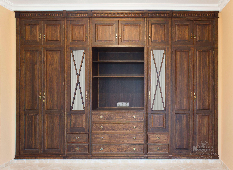Armario empotrado a medida de puertas abatibles con - Como forrar un armario por fuera ...