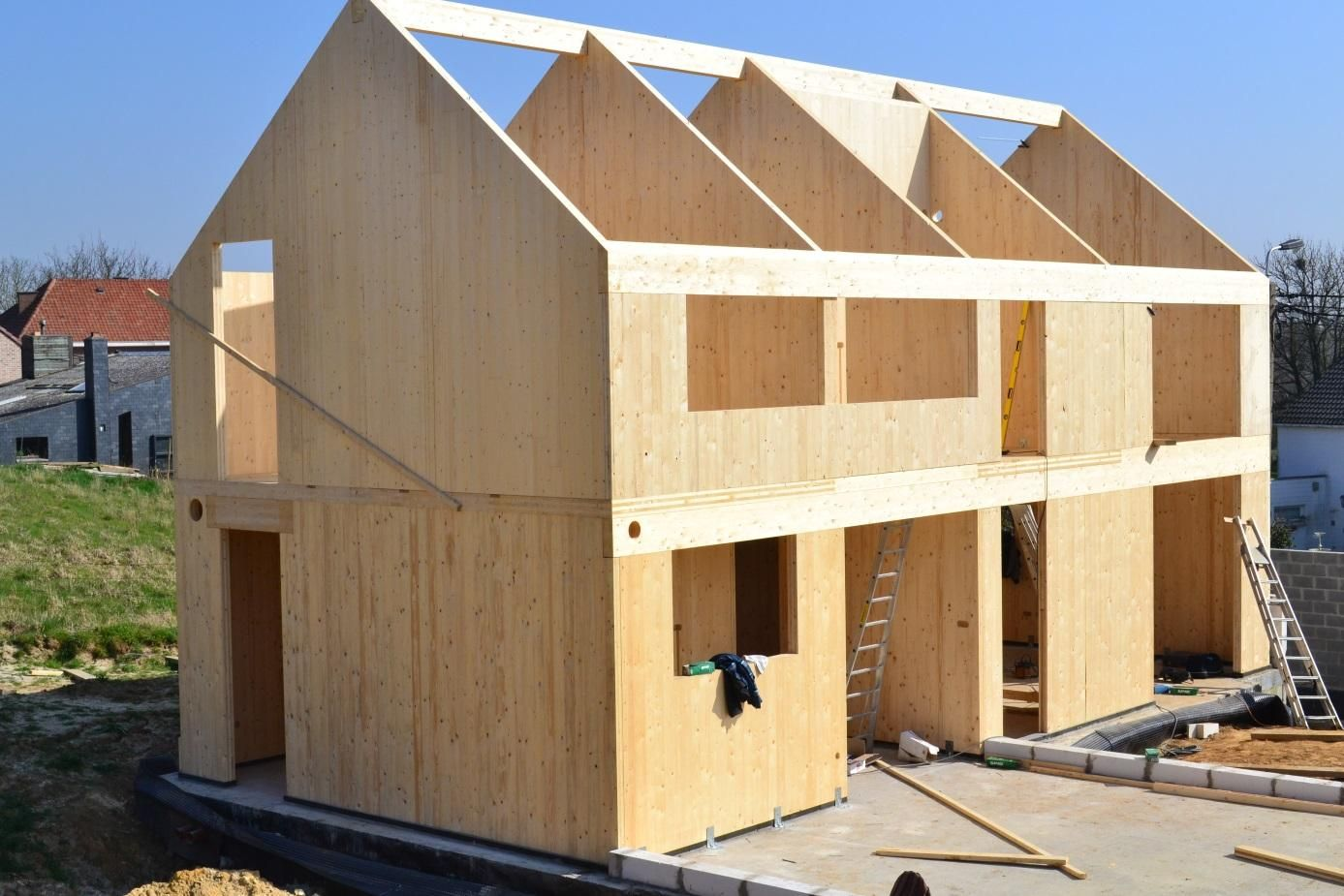 A single family house under construction with glulam and for Home building contractor