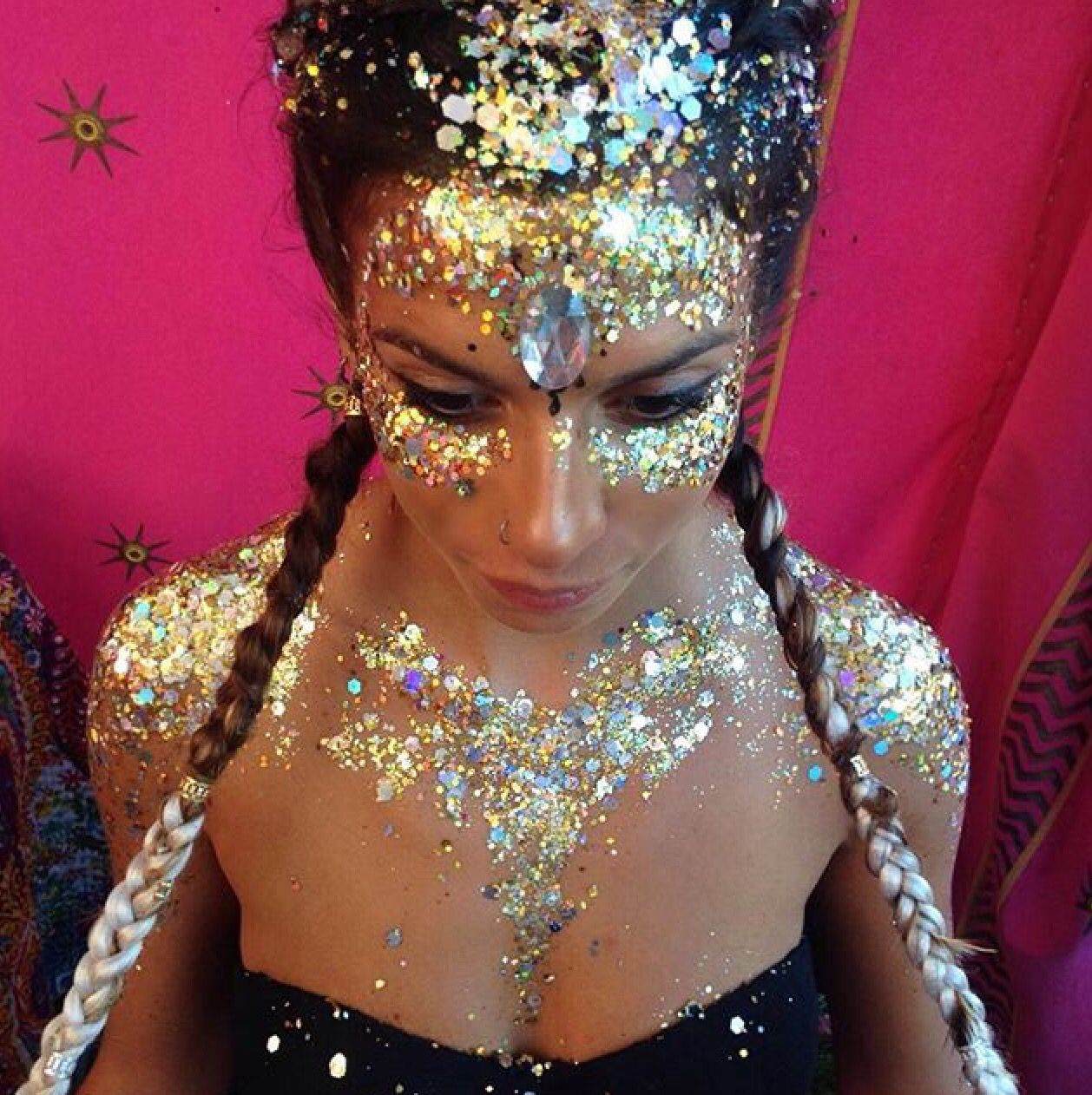 0595f544b8c113 Festival face and body glitter
