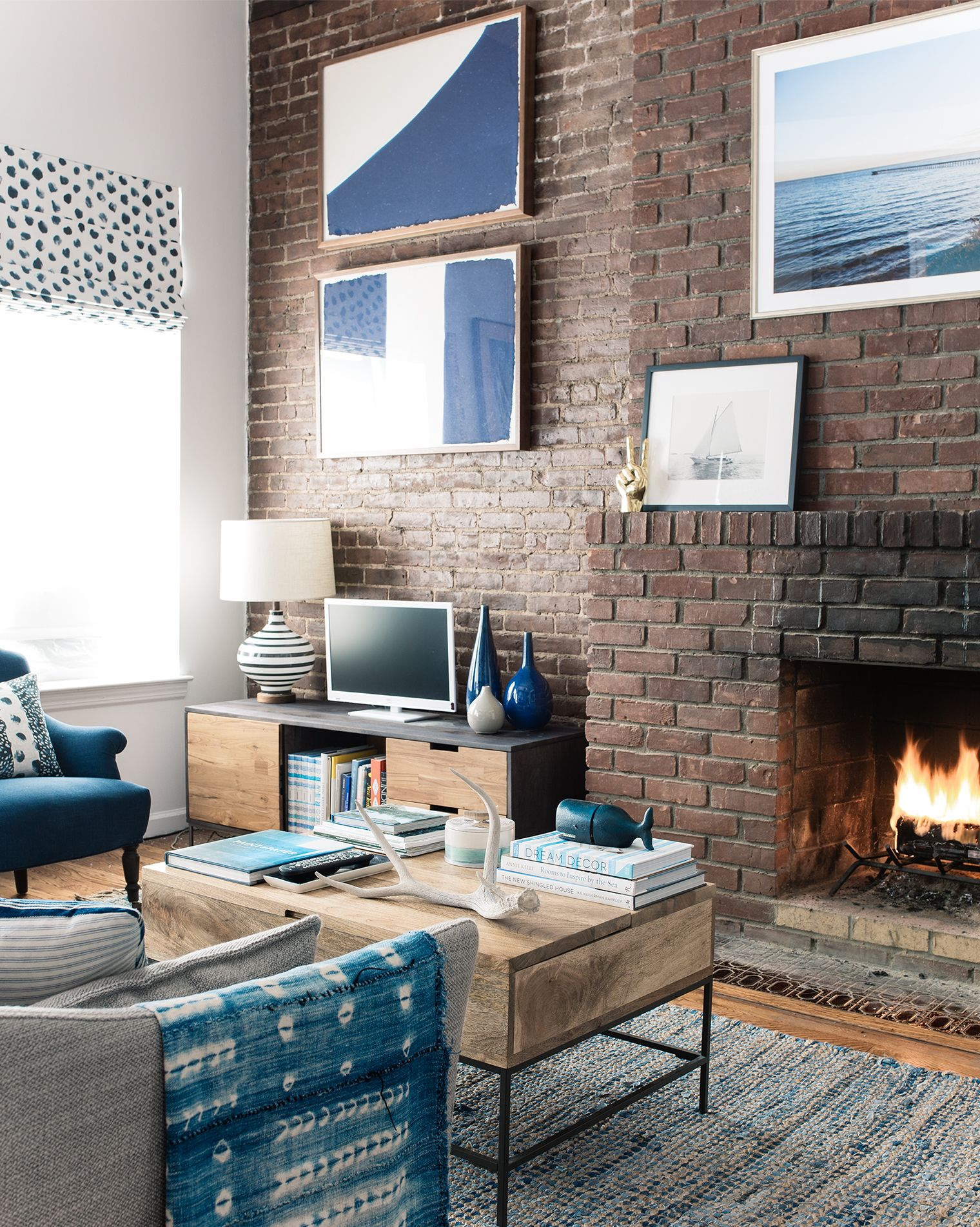 How To Decorate An Nyc Brownstone Apartment Minimalist Living Room Minimalist Bedroom Furniture Interior Design