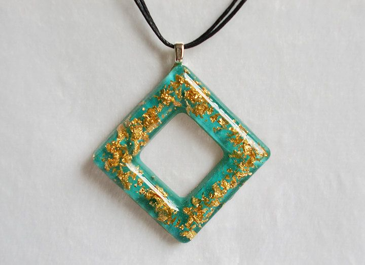 Tiffany Green Gold Flakes Hollow Square Resin Necklace Jewelry Accessory