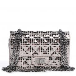 48b208910c5b CHANEL Mirror 2.55 Reissue 224 Flap Silver | What's in my bag ...