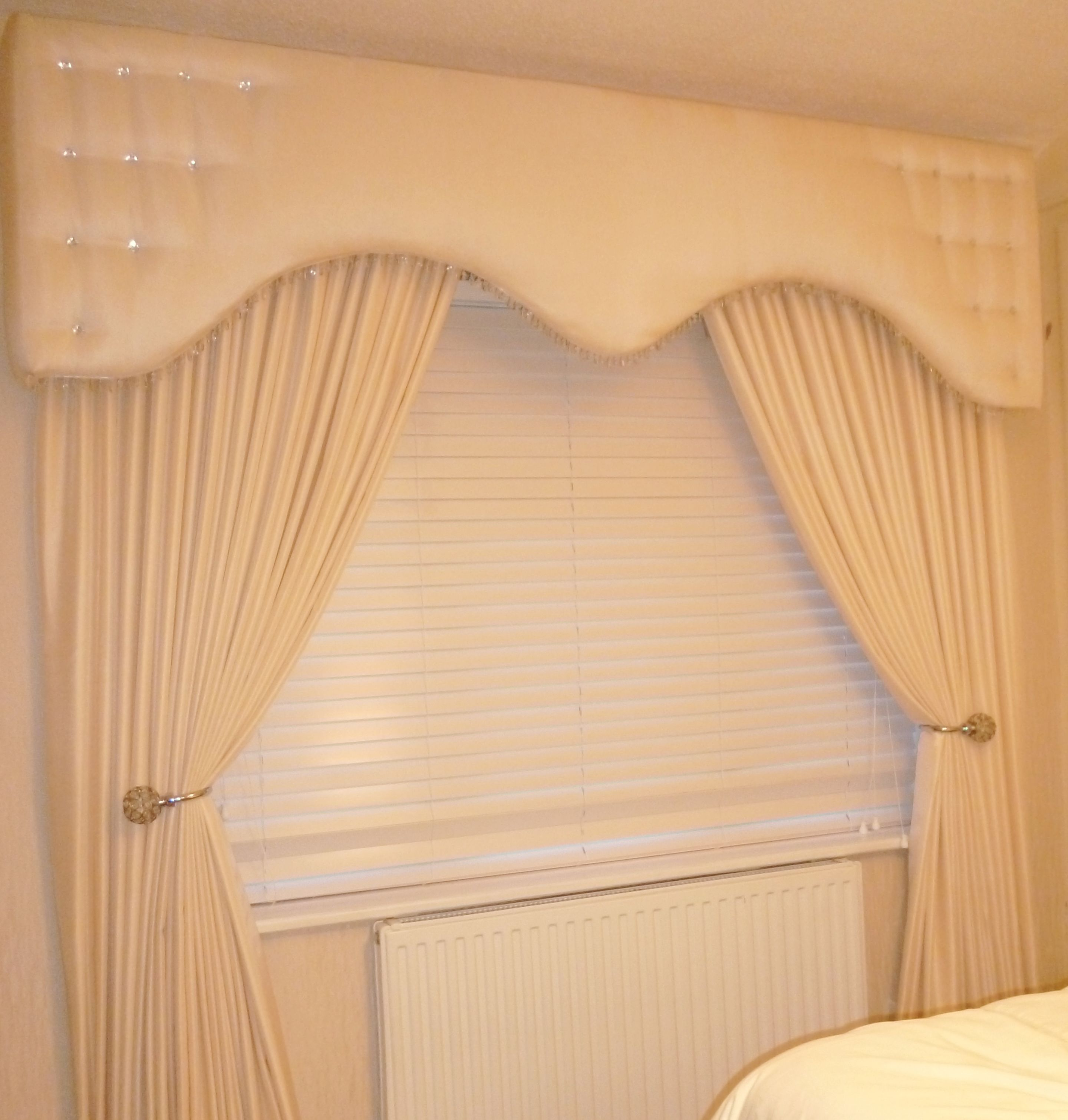 Pelmet And Curtains Cream Shaped Style