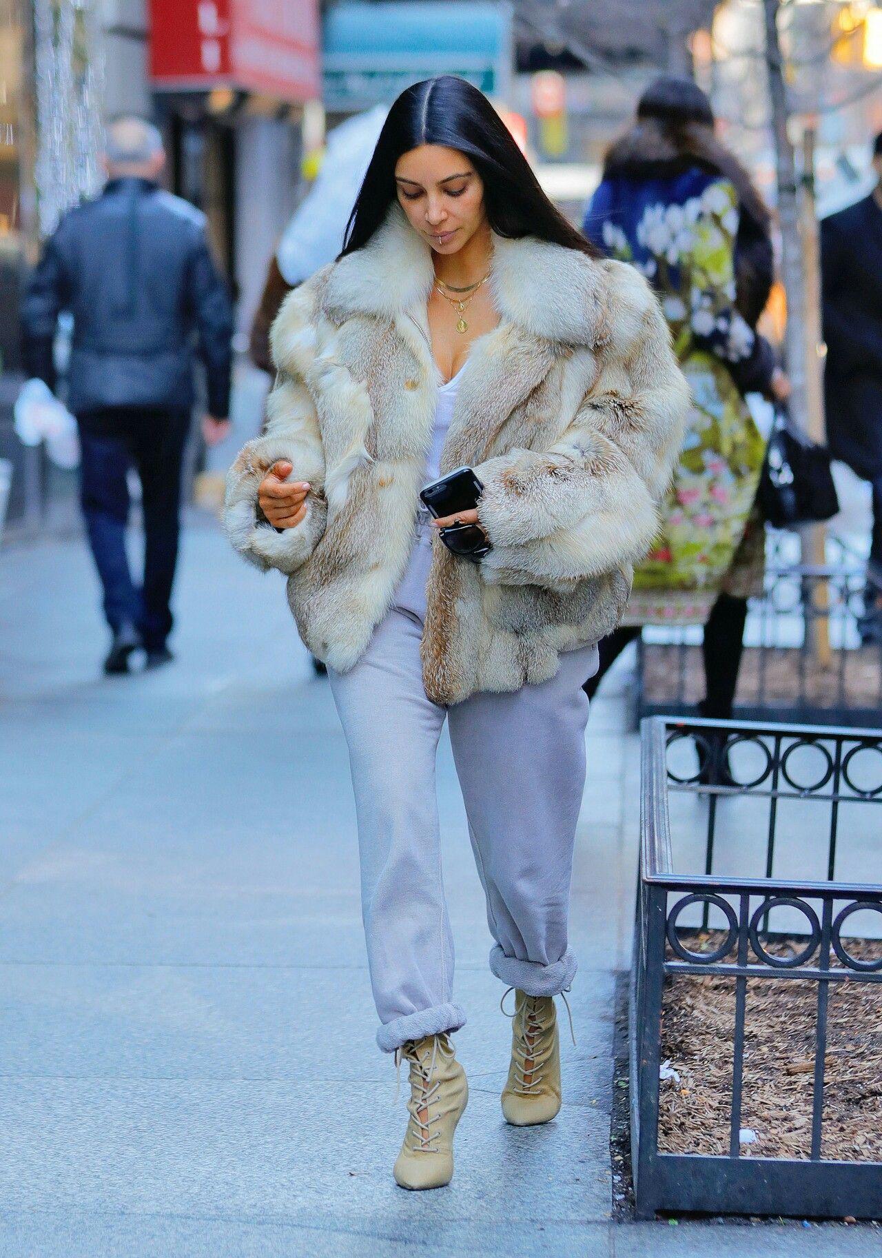 Kim Kardashian out in NYC / january 16, 2017 | Kim Kardashian ...