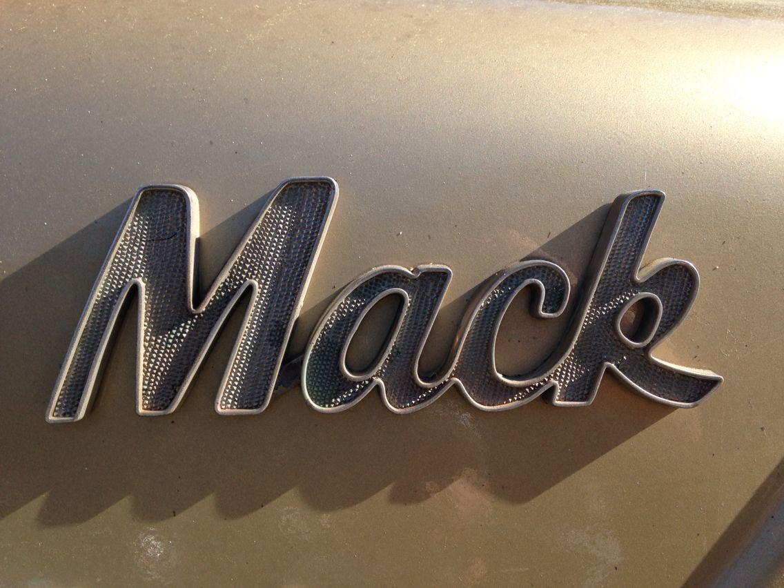 """Mack Truck"" Old school font.... font mack truck"