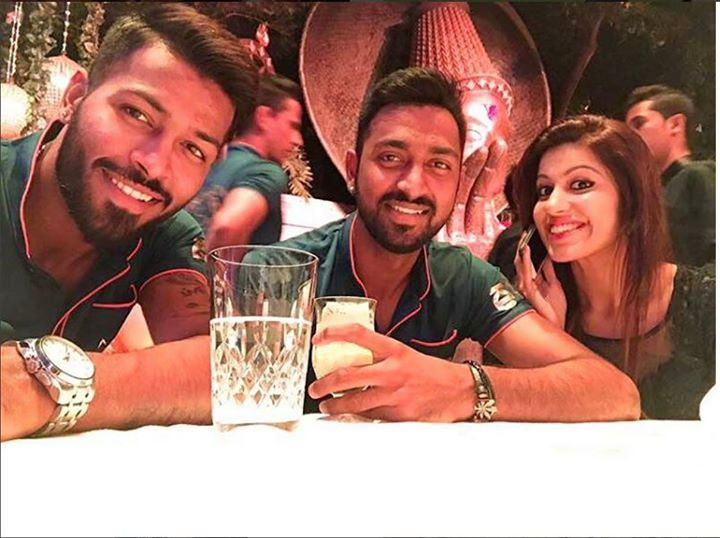 Hardik Pandya With Brother Krunal And Beautiful Sister For More Cricket Fun Click Http Ift Tt 2gy9biz Http Ift Latest Cricket News Cricket Cricket News