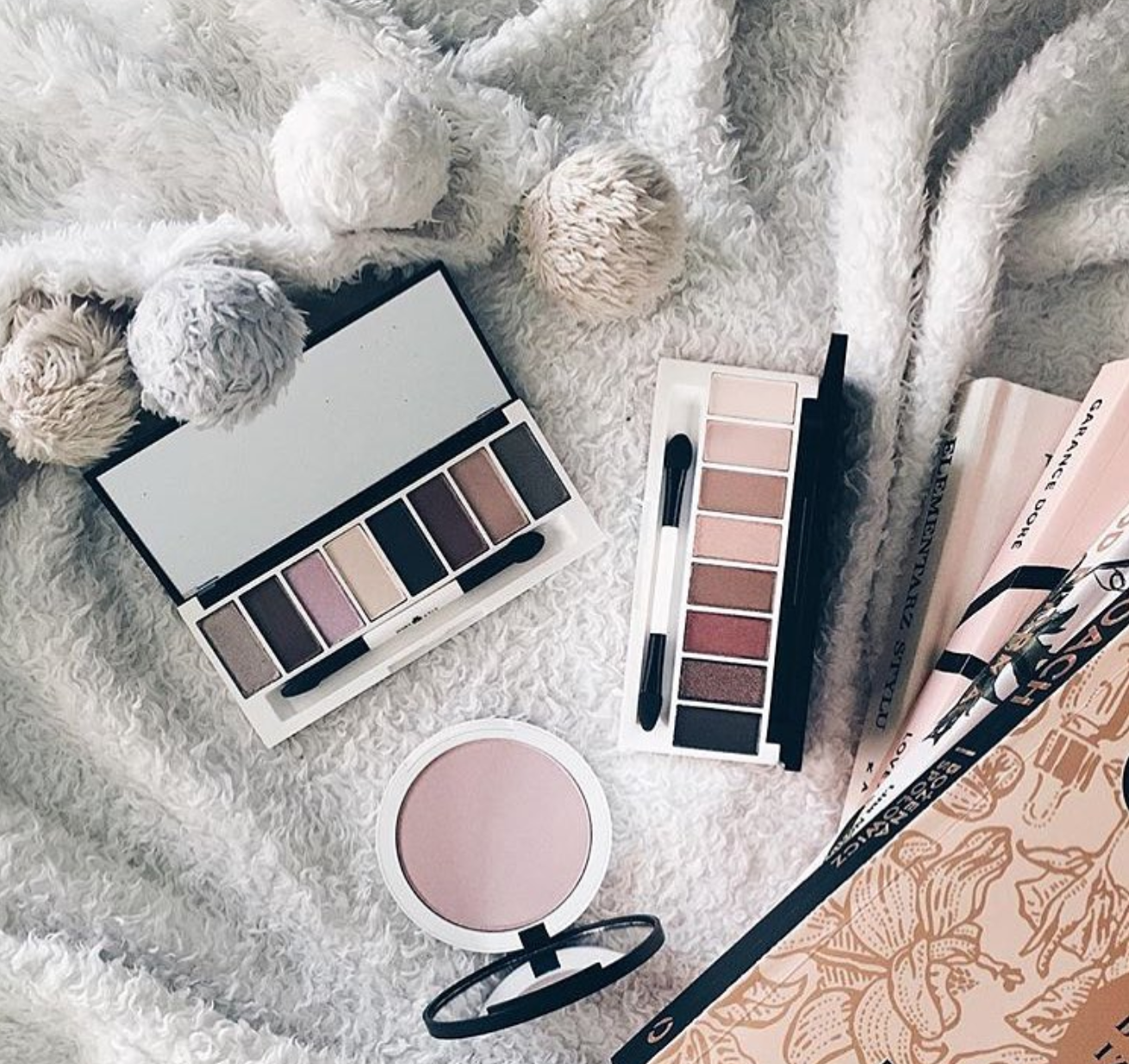 This photo of our Lily Lolo Limited Edition eye palettes by @elfnaczi is just ???????? #lilylolo This photo of our Lily Lolo Limited Edition eye palettes by @elfnaczi is just ???????? #lilylolo