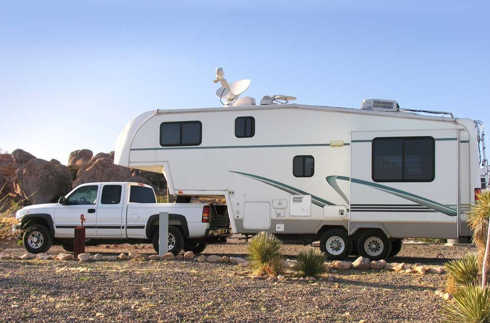 Arctic Fox 865 Truck Camper Review Fifth wheel hitch