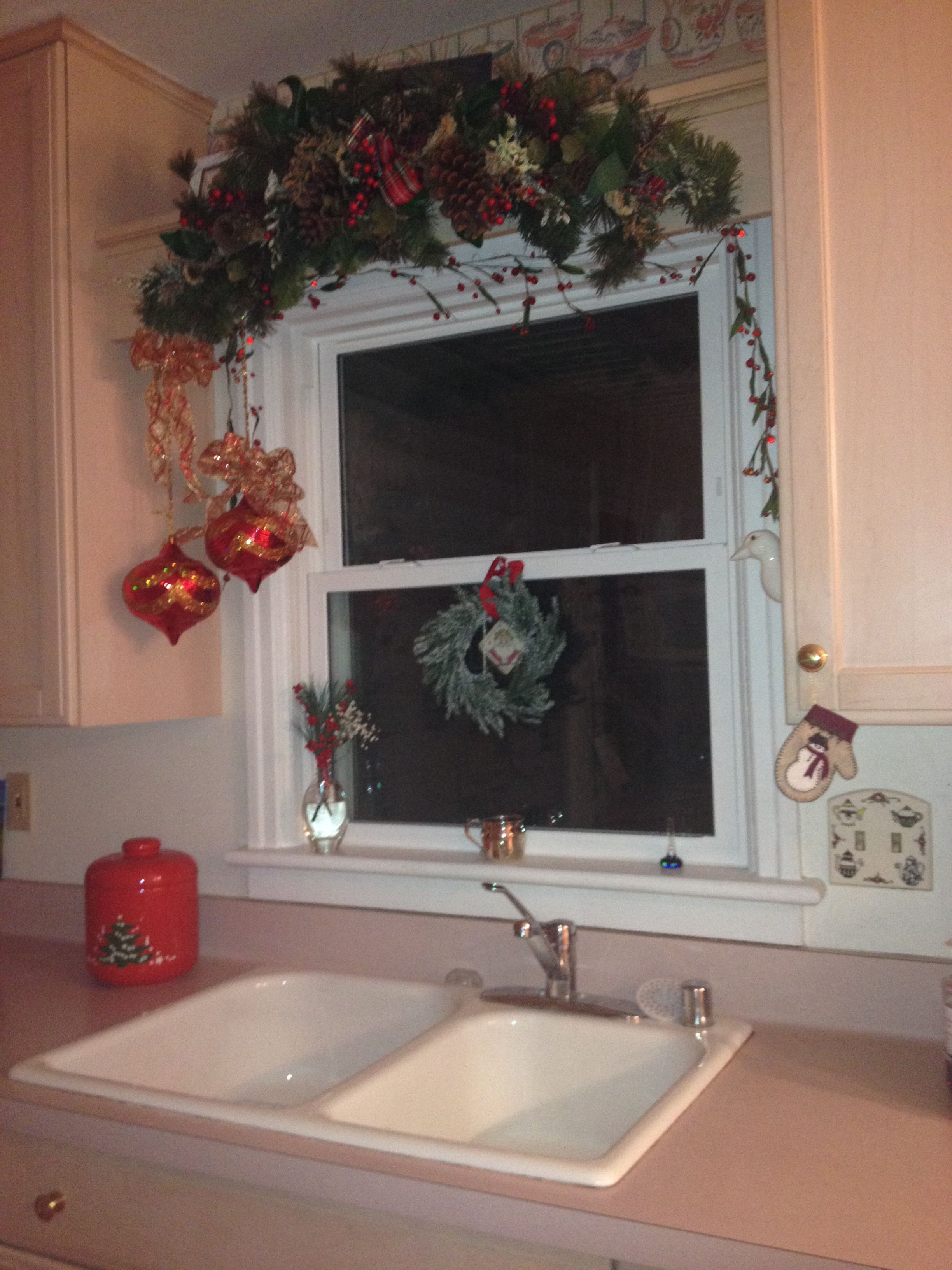 Kitchen sink trimmed out Christmas decor inspiration