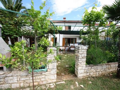 Holiday Home Lucija Porec Holiday Home Lucija is a holiday home with a balcony, situated in Pore?, 900 metres from Plava Laguna Porec. The holiday home is 900 metres from Porec Marina.  The kitchen is fitted with a dishwasher and an oven. A TV is featured.