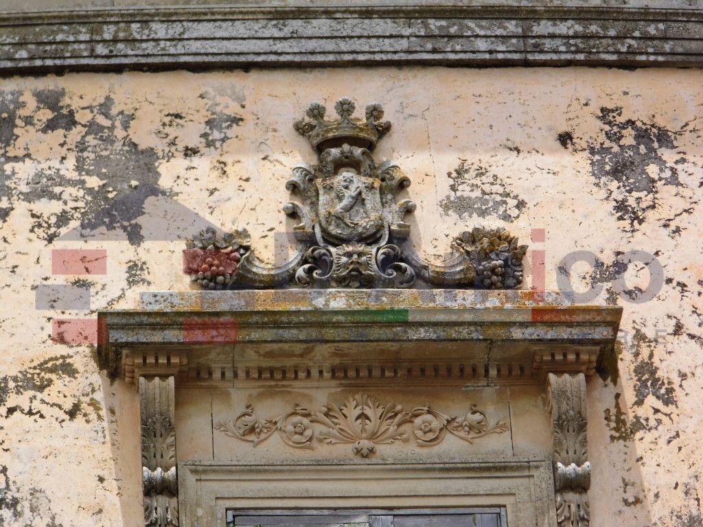Palazzo del 1760 in centro storico, fronte Piazza centrale - Ortelle/ Palace in 1760 in the historical center, facing the central square - Ortelle (Italy-Puglia-Salento)   http://www.damicoimmobiliare.it
