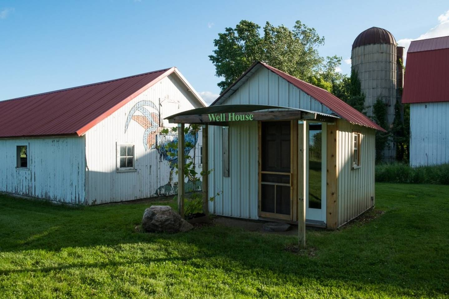 Lovely Well House on an Organic Fruit Farm Cabins for