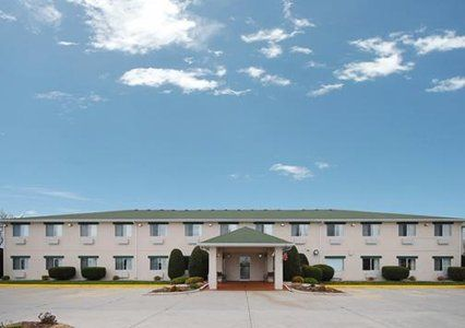 Book Today At The Quality Inn Hotel In Manitowoc Wi This Is Located Near Silver Lake College Wisconsin Maritime Museum