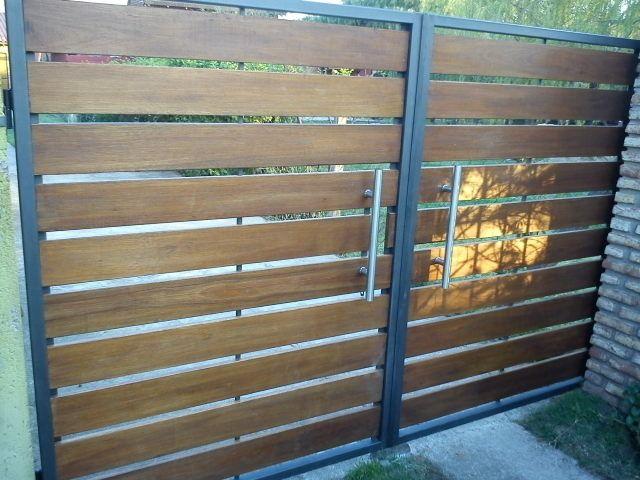 Porton y cerramientos de frente en hierro y madera for Puertas de frente modernas