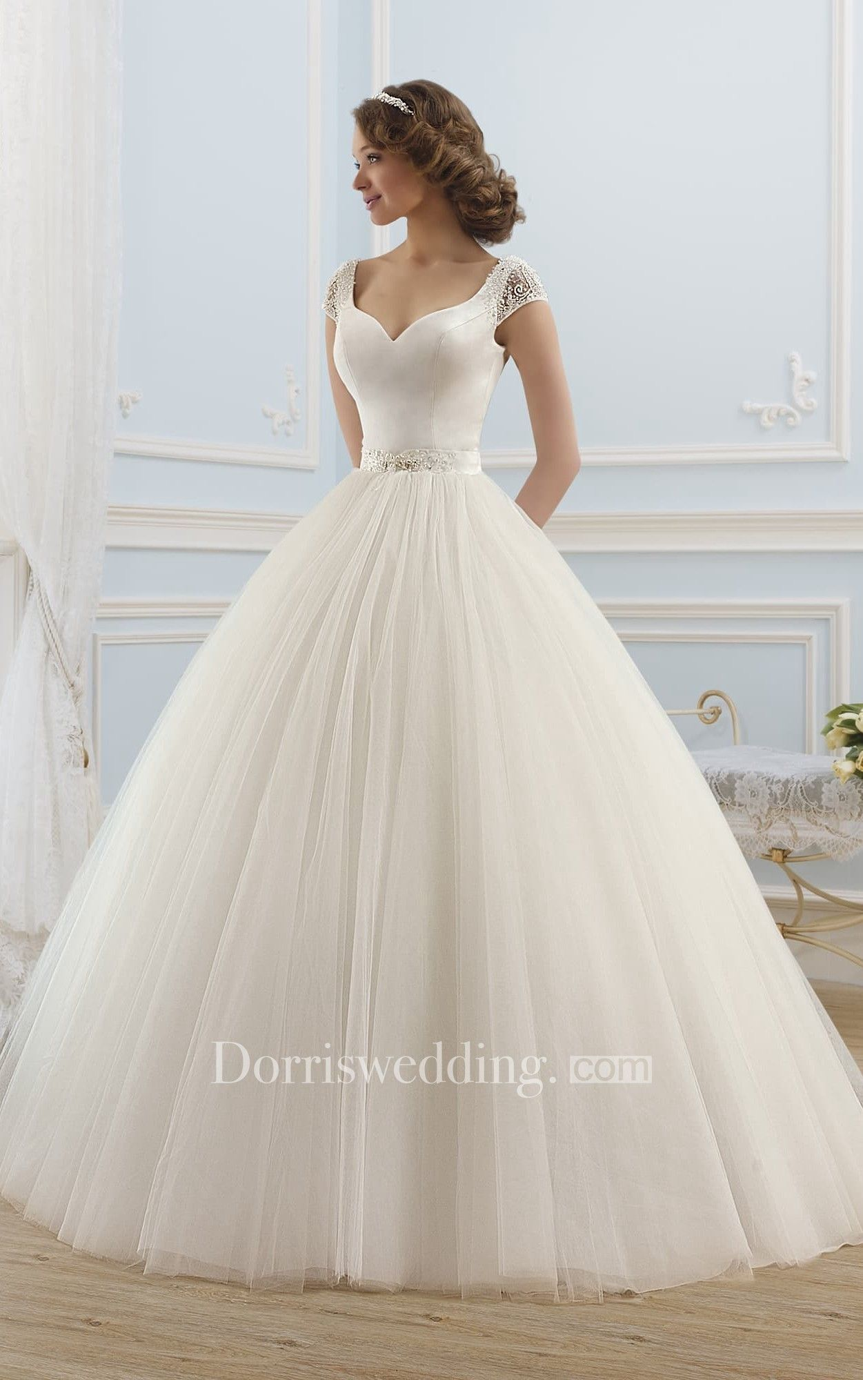 Ball gown long vneck shortsleeve backless tulle dress with beading