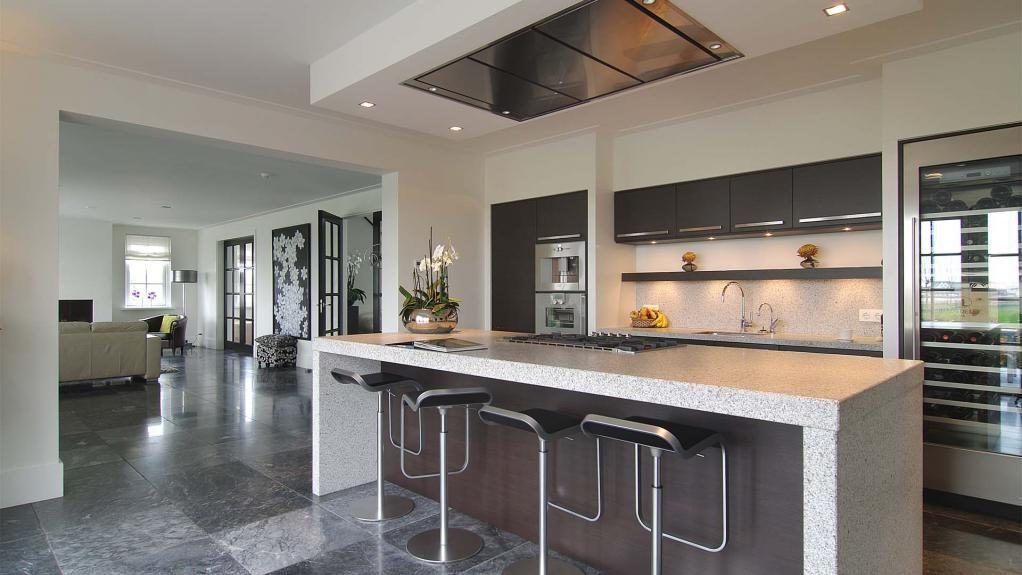 Atelier3 Deze keuken is de sociale hotspot in onze villa en is van