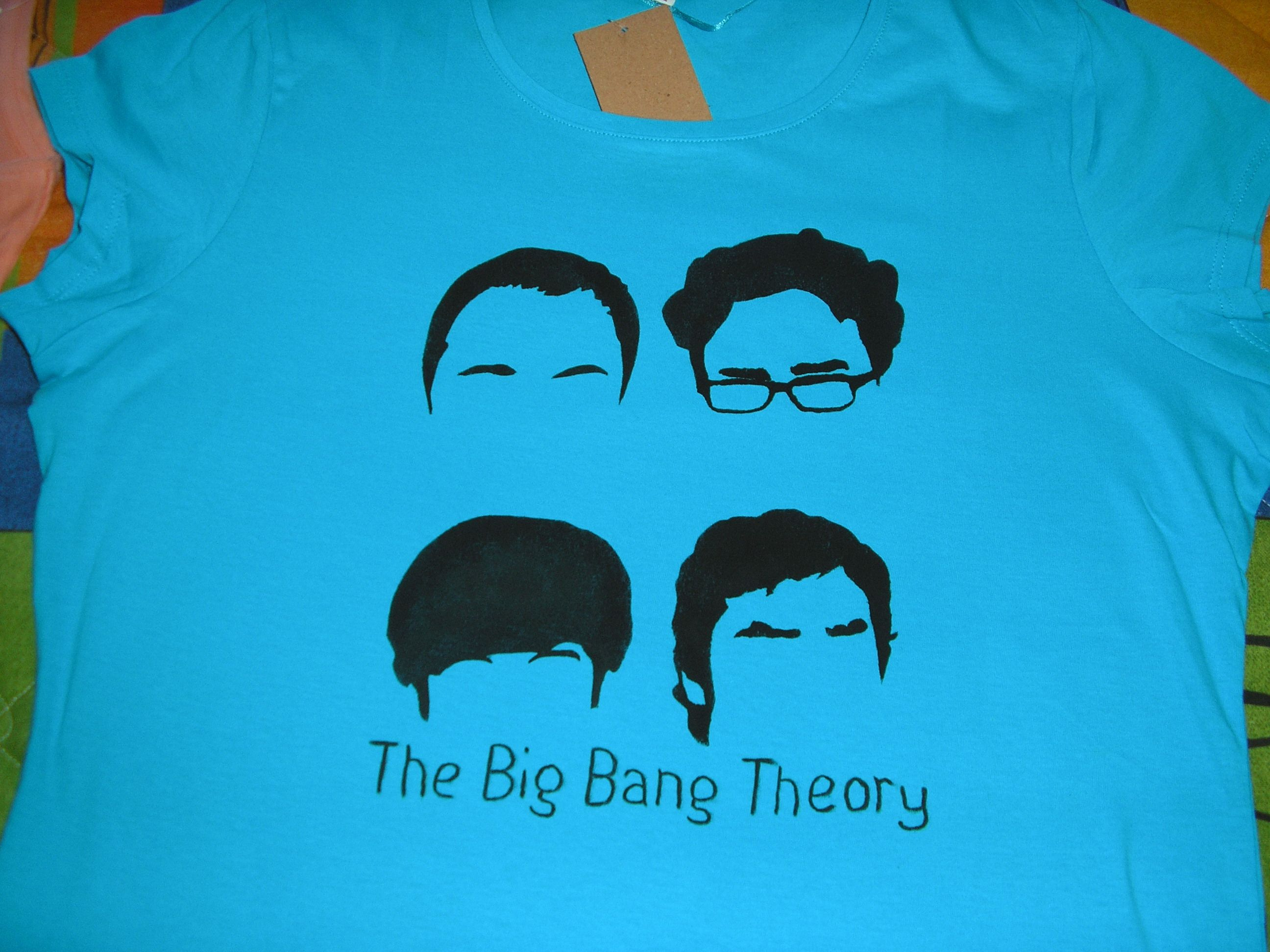 The Big Bang Theory. T-shirt, stancil and colour for fabrics.Camiseta de algodon, una plantilla de estarcido y pintura para tela.