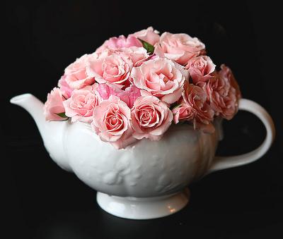 ee882eb4054 teapot centerpieces - bridal shower