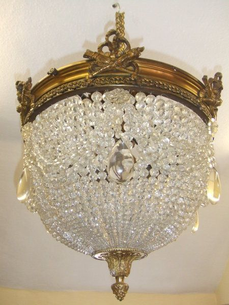 un lustre est un cr ateur de l ambiance dans chaque lieu beaucoup de lustre cristal pour louer. Black Bedroom Furniture Sets. Home Design Ideas