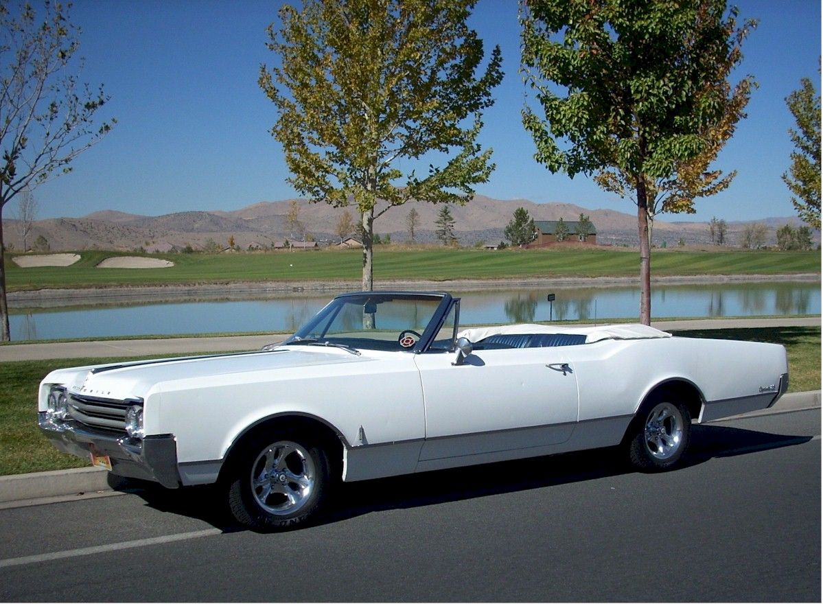 1965 oldsmobile dynamic 88 convertible old school pinterest convertible and cars. Black Bedroom Furniture Sets. Home Design Ideas