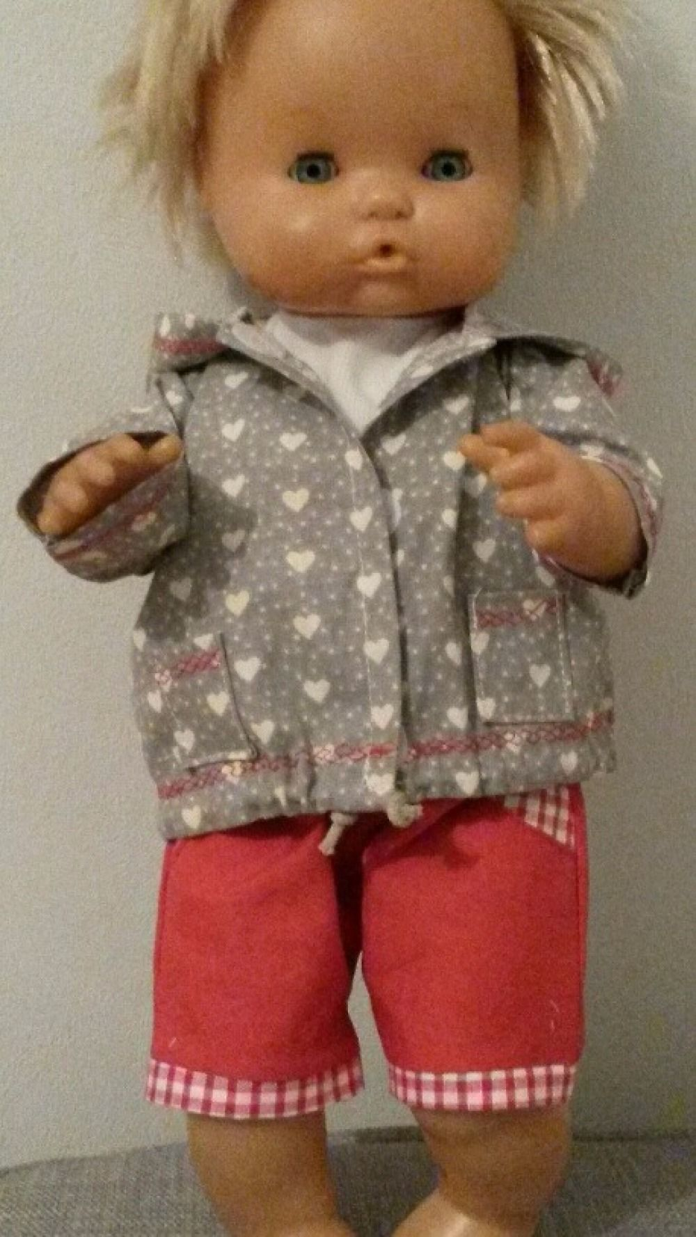 788c53d15e10c Coffret Vêtement de poupon 36 a 40 cm ensemble blouson bermuda tee shirt