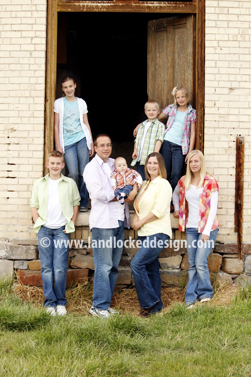 Family Of 8 Cute Pose With Images Photography Poses Family