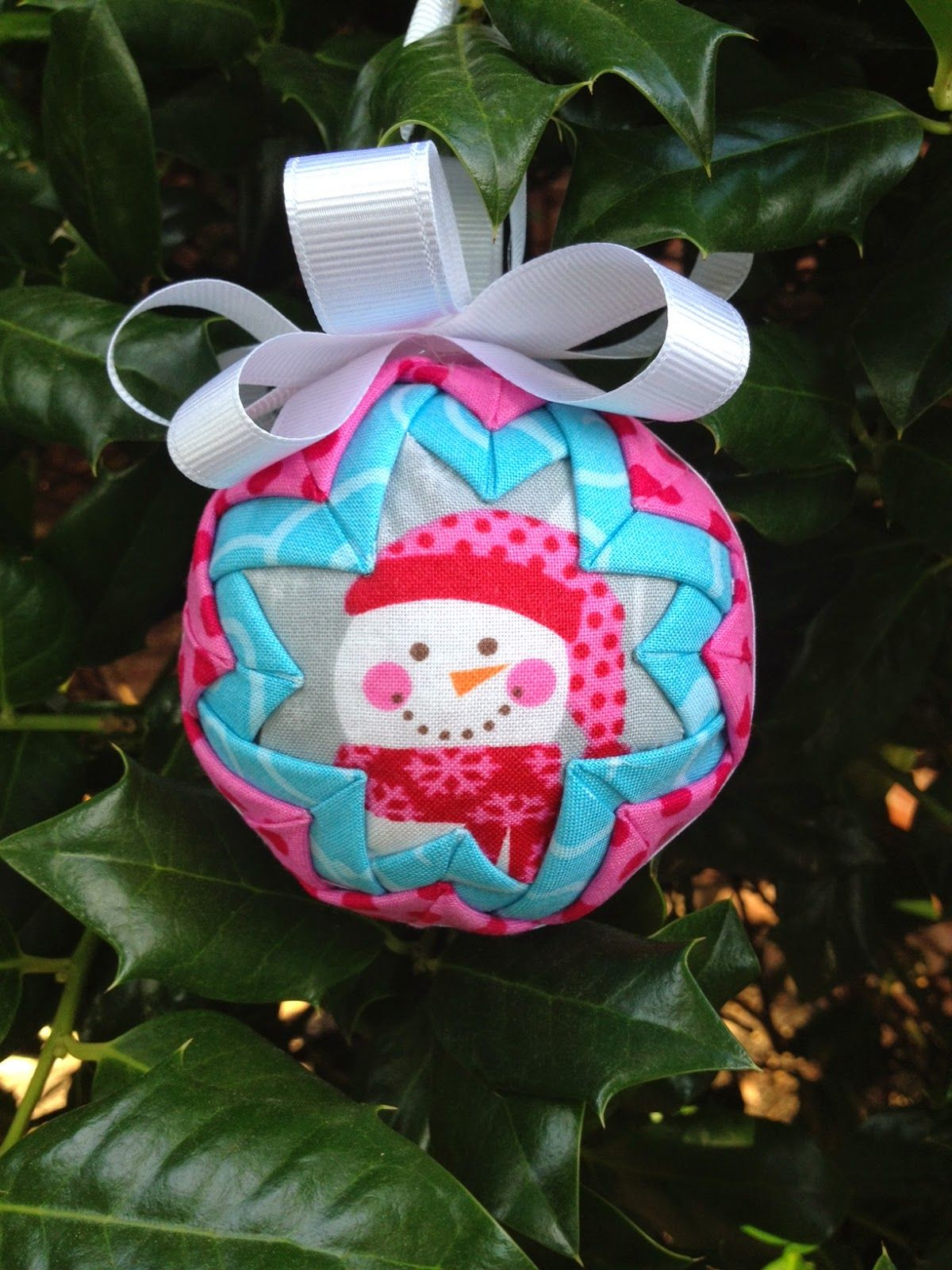 Folded fabric christmas ornaments patterns - Look At These Adorable Quilted Ornaments That Jennifer Watkins Is Going To Teach Us To Make