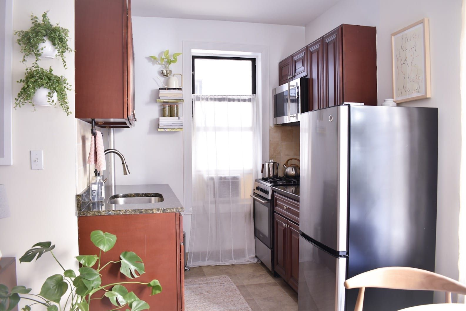 This Tiny 310 Square Foot Home Is One Of The Loveliest Studio Apartments Small Studio Apartment Decorating Studio Apartment Decorating Studio Apartment Layout