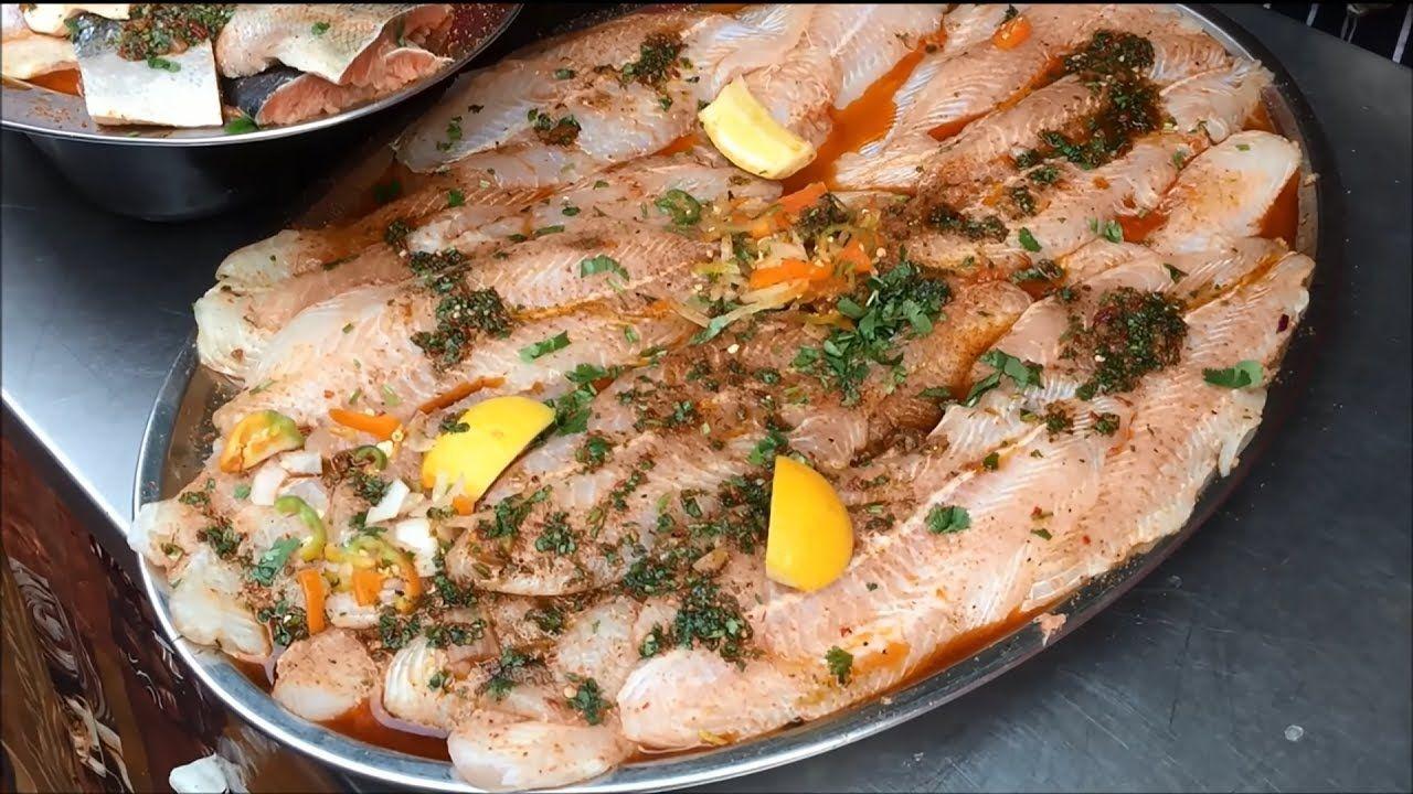 مشوي سمك السلمون و التونة ، الجمبري وسمك أبو سيف مع الأرز و السلطة