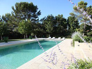 Villa Rental: 4 Bedrooms, Sleeps 9 in RognesHoliday Rental
