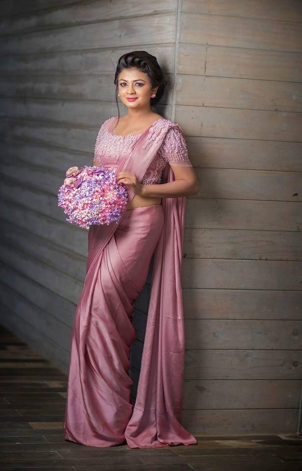 Satin silk saree muslim aunty showing boobs 6