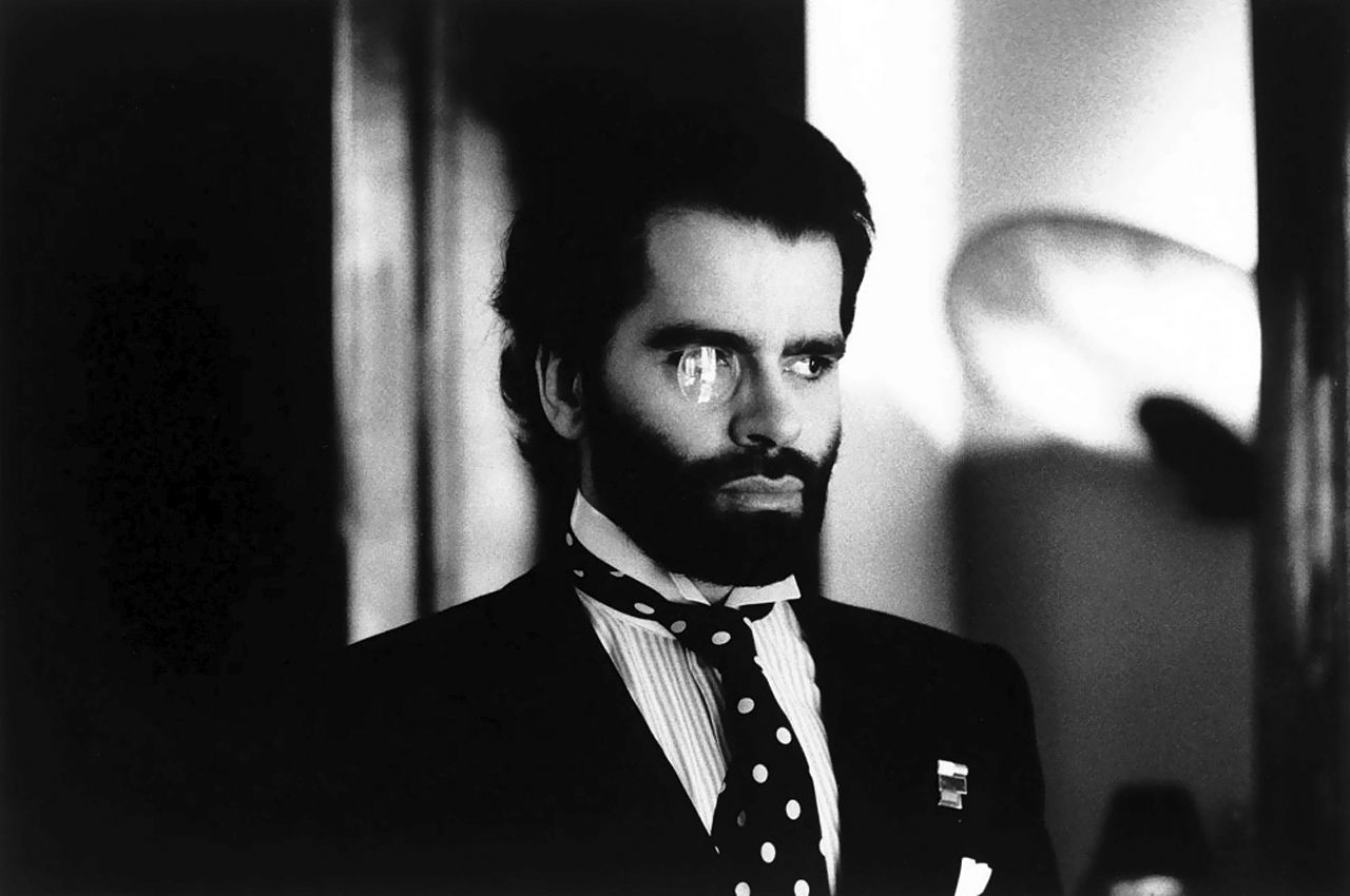 The monocle years karl lagerfeld by helmut newton for Karl lagerfeld fotografo