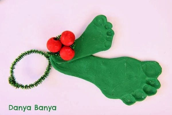 Holly & Mistletoes #mistletoesfootprintcraft Polymer clay kid & baby footprint, painted bead and pipe cleaner mistletoe decorations #mistletoesfootprintcraft