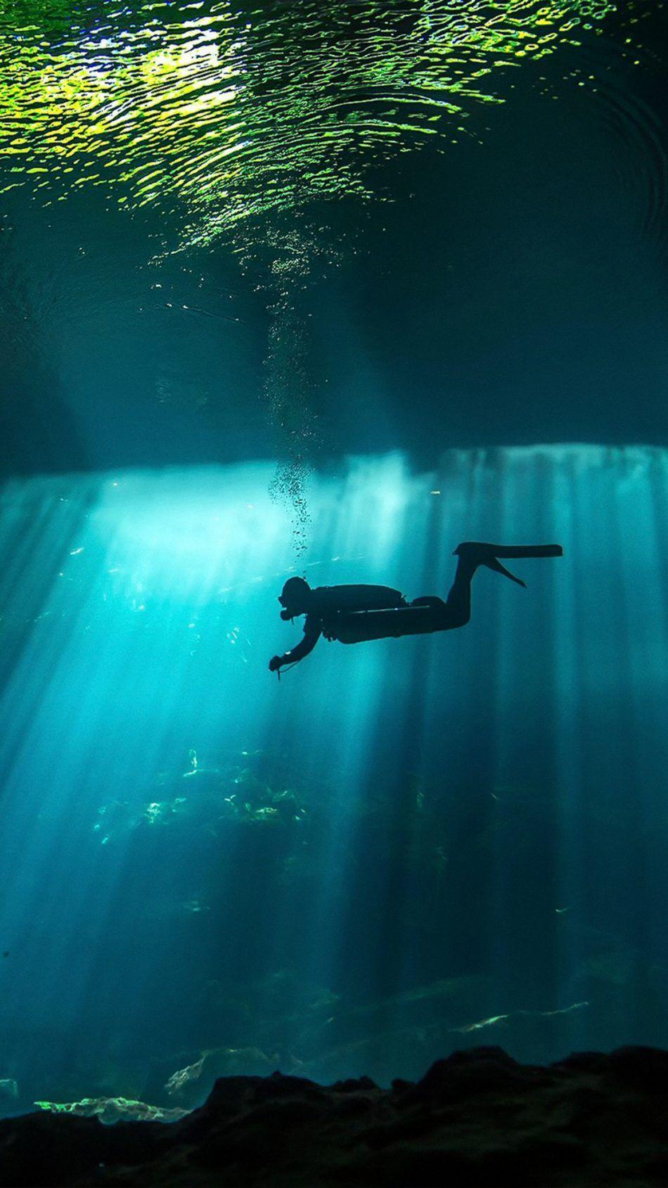 Diver Underwater Sunbeam Underwater Mobile Wallpaper Wallpaper
