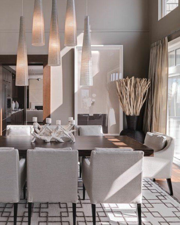 salle-à-manger-contemporaine-avec-tapis-gris-et-chaises-gris-dans-la