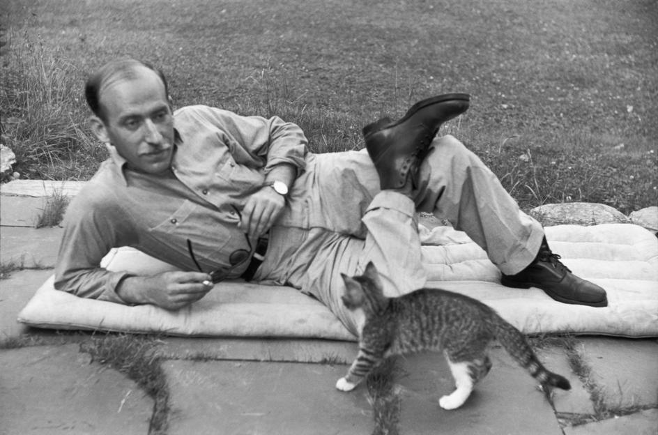 Henri Cartier-Bresson, Saul Steinberg, Vermont, USA, 1947. © Henri Cartier-Bresson/Magnum Photos.