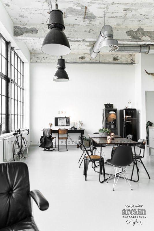 Traumwohnzimmer   Schwarz   Weiß Bauhausstil DSR Stuhl Designerstuhl Vom  Charles Und Ray Eames