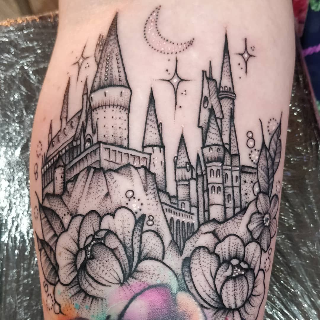 Eek Cute Wee Hogwarts Castle For Debra Today Freehand Floral Bits Above A Watercolour Rose I Did Harry Potter Tattoo Sleeve Hogwarts Tattoo Fandom Tattoos