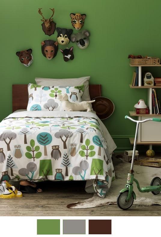 Dormitorio infantil, inspirado en la naturaleza y los animales,   Paredes verdes, y elementos pensados para perdurar por largo tiempo.