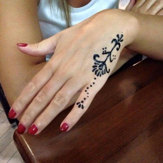 45 Tatouages au doigt - BeauteFemmes