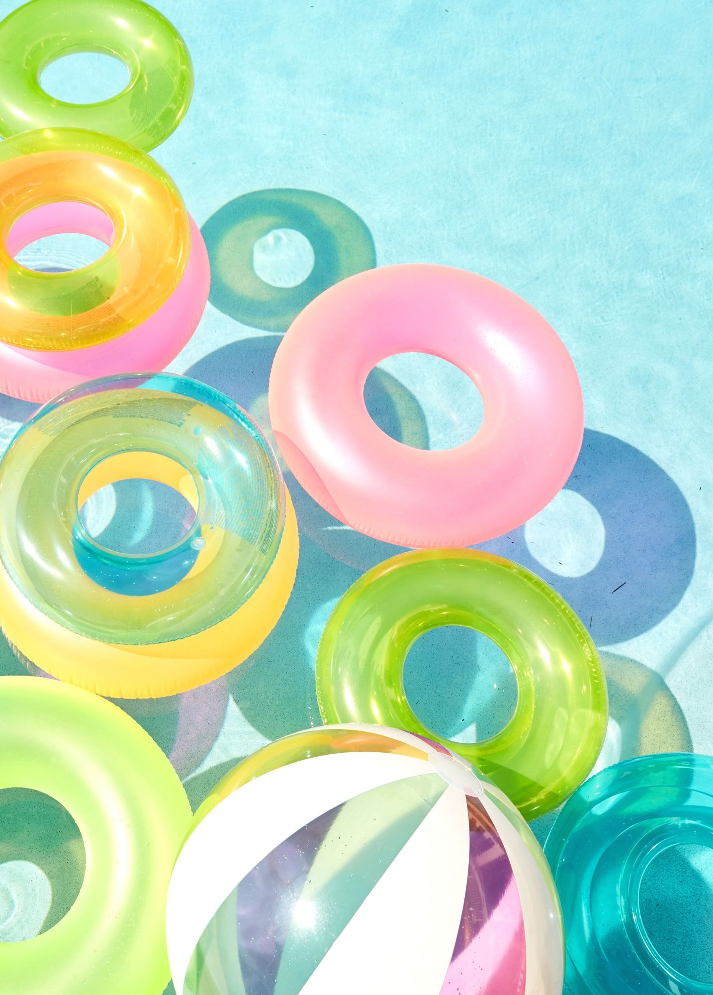 Fun girly pool party inspiration. Loving this fun color combination of intertubes.