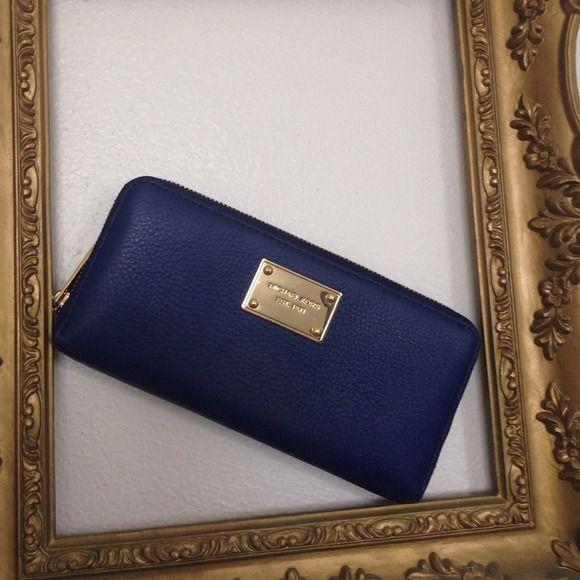 1981 WALLET Blue wallet zip around continental /
