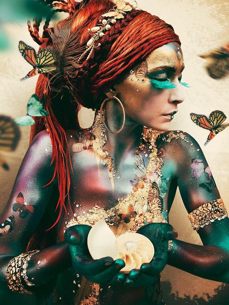 Woman with butterflies, I door Jaime Ibarra - Te huur/te koop via Kunsthuizen.nl
