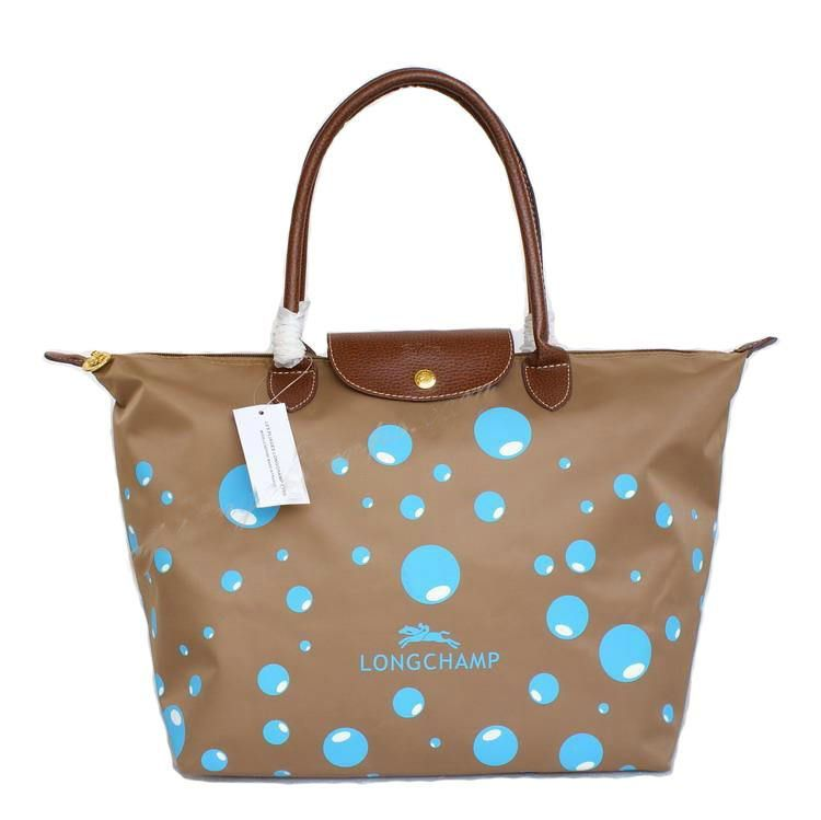 Its time for your little one to shine in a sparkling pair of Longchamp bag  celebrity. Spending less money but enjoy so much Shop now!