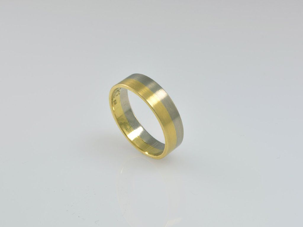 Berlin NZ1619 18ct Gold This minimalist ring design is handmade in
