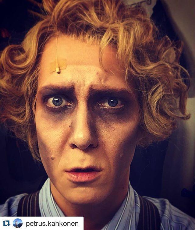 #Repost @petrus.kahkonen with @repostapp. ・・・ Enskari viikko alkoi eilen näkyä naamassa... @hktfi #vampyyrientanssi #teatteri #tanzdervampire #vapaapäivä #aurinkoon