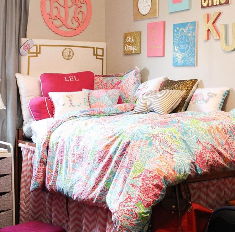 Pretty lilly pulitzer dorm room dorm sweet dorm in 2019 - Dorm room bedding ideas ...