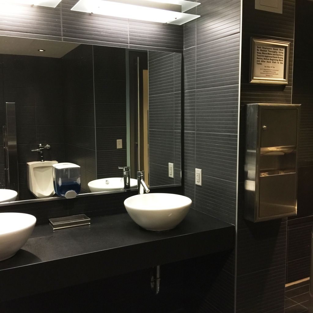 Stallman 39 s review of w xyz bar restrooms at aloft hotel for Bathroom design restaurant