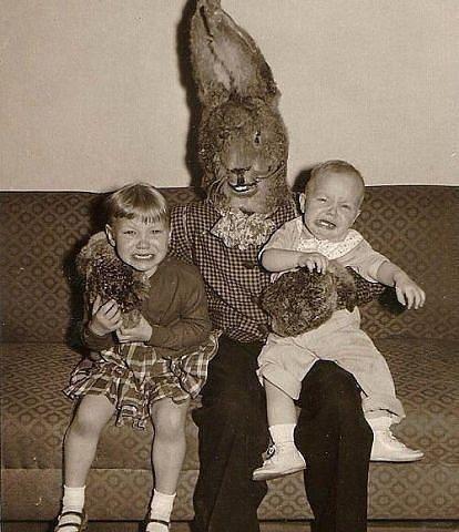 Взрослый человек бы от такого зайца обосрался че говорить о детях - 17 completely terrifying old photos that will make you question the past